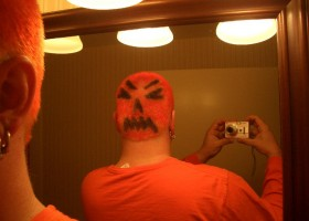Coupe de cheveux homme oginiale pour halloween