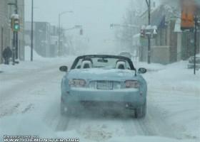 Voiture decapotable sur la neige