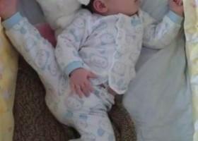 Dans quelle position un bebe asiatique dort-il ?