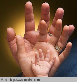 Une famille avec ses trois mains
