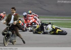 Mr Bean dans une course de moto