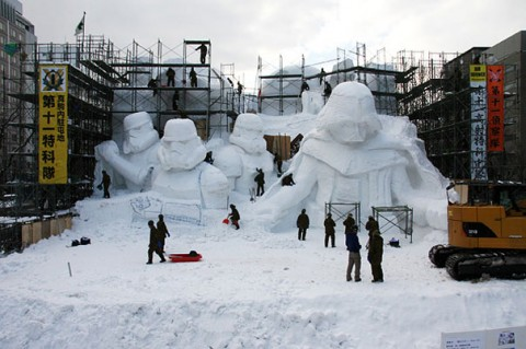 02-giant-star-wars-snow-sculpture-sapporo-festival-japan